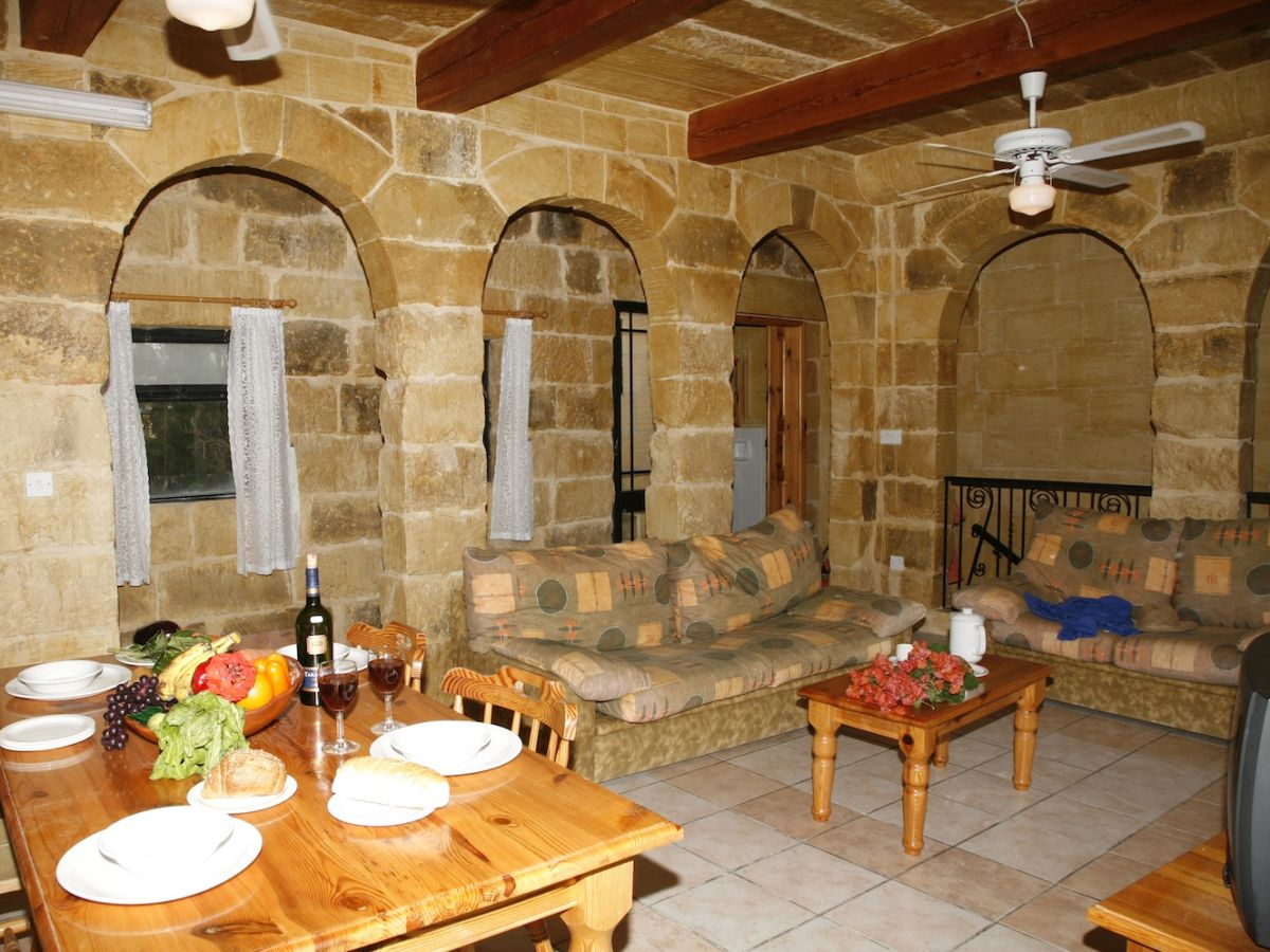 ferienhaus ta 39 roza farmhouse xaghra gozo firma bellavista farmhouses gozo frau maria bigeni. Black Bedroom Furniture Sets. Home Design Ideas