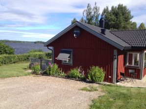 Ferienhaus nur 10 m vom See Nömmen