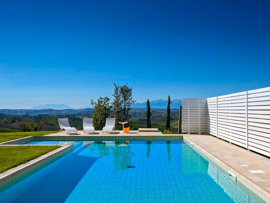 Panorama-Pool mit Sitzecke