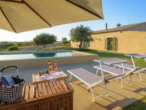 Psyke, villa with pool surrounded by golf courses