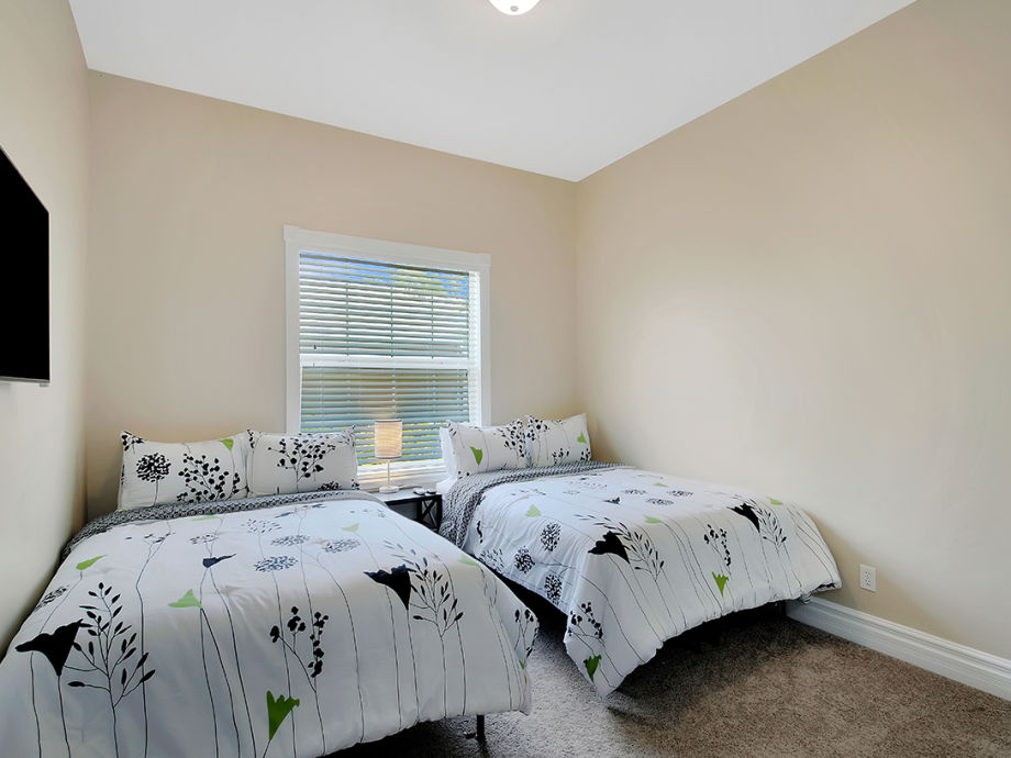 ferienhaus villa blue dolphins florida cape coral firma engel v lkers cape coral frau. Black Bedroom Furniture Sets. Home Design Ideas