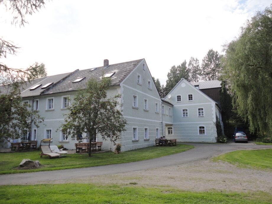Außenaufnahme Familie Fritsch Hendlmühle