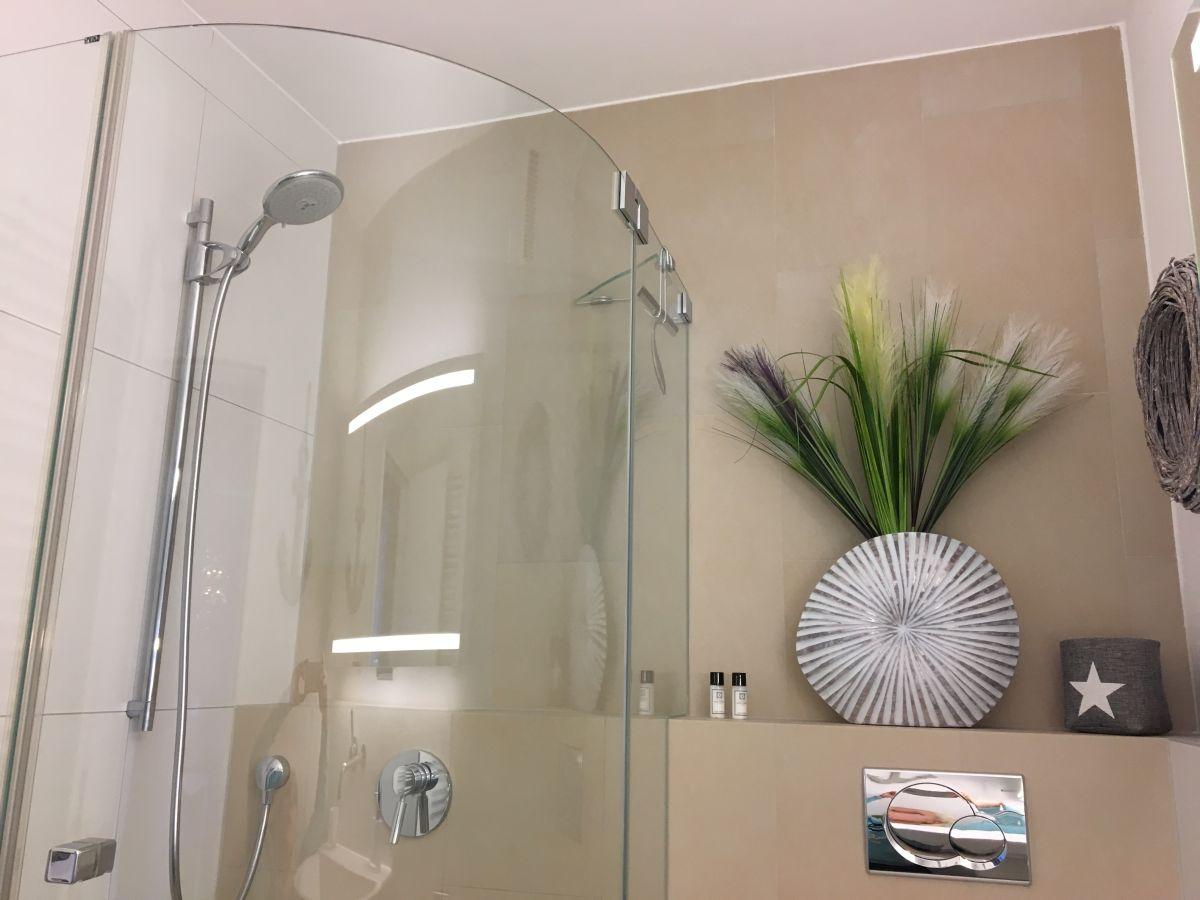 Ferienwohnung strandsuite scharbeutz scharbeutz firma strandsuite scharbeutz mit meerblick - Edle badezimmer ...