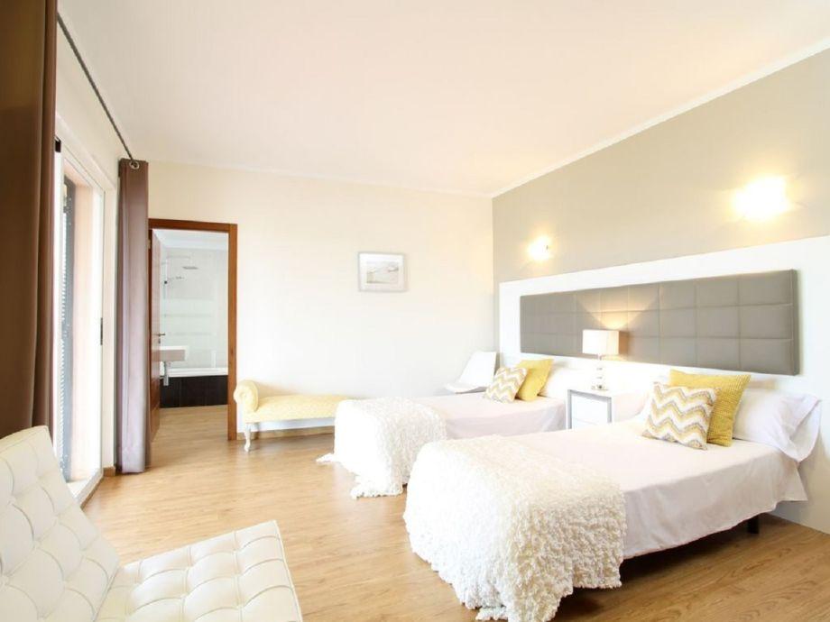 Villa rey del mallorca son gual mallorca firma govilla for Moderne einzelbetten
