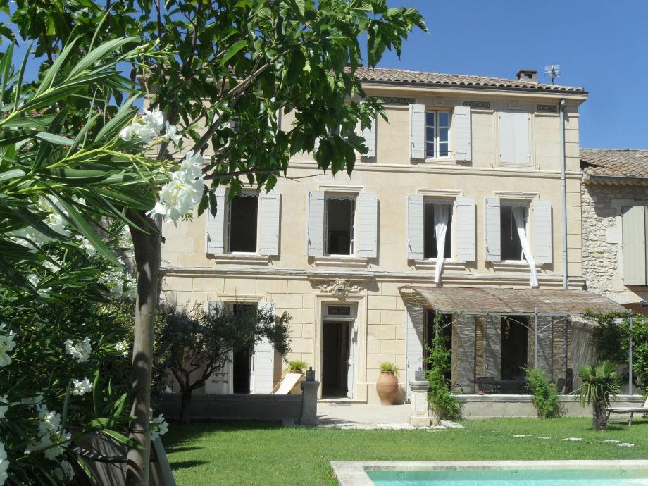 Außenaufnahme Ferienhaus 0275 La Verrière 10P. Saint-Rémy-de-Provence