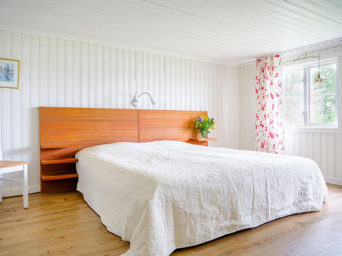 Ferienhaus noen am see f r angler mit boot und sauna for Doppelbett kleines zimmer