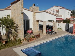 Ferienhaus Villa Traude mit Pool
