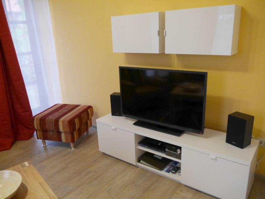 Wohnzimmer mit TV, Blue Ray, Musikanlage
