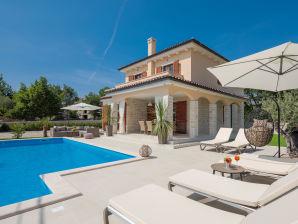 Villa Nikol