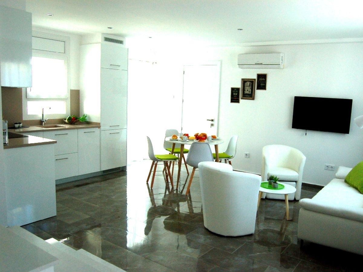 ferienhaus bella vista empuriabrava costa brava firma sunshine holidaysl frau sabine walker. Black Bedroom Furniture Sets. Home Design Ideas