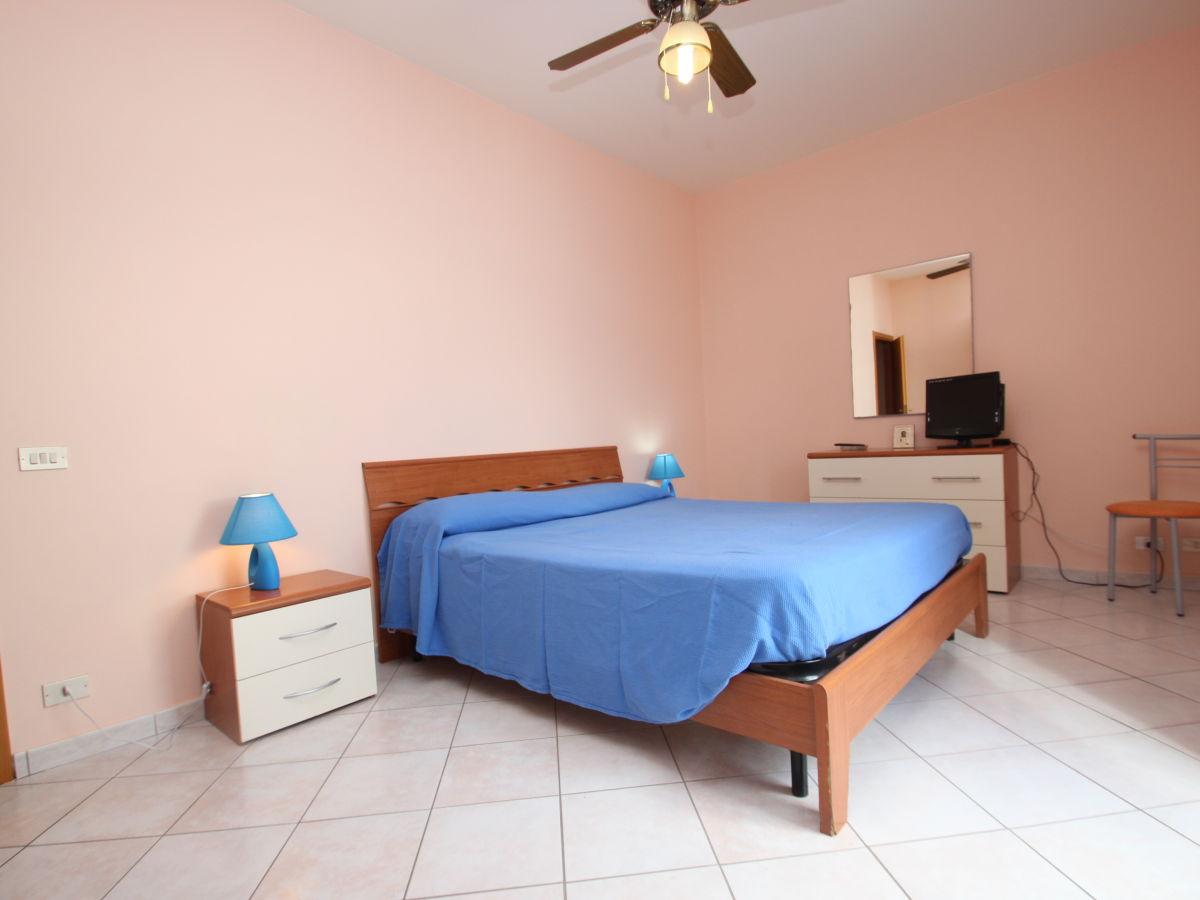 ferienwohnung casa mare blu sizilien firma rosalba provenza mediterranea sicilia frau. Black Bedroom Furniture Sets. Home Design Ideas