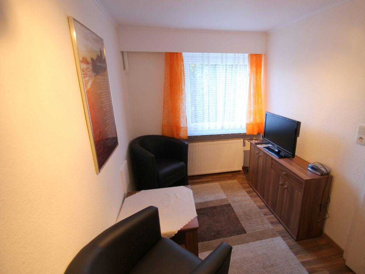 ferienwohnung 1335 blumenhaus h nel ostsee dahme firma. Black Bedroom Furniture Sets. Home Design Ideas