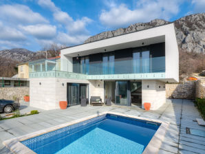 Villa Modern House Oasis