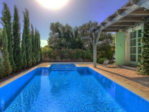 Villa Zelda mit privatem Pool, 2km Strand