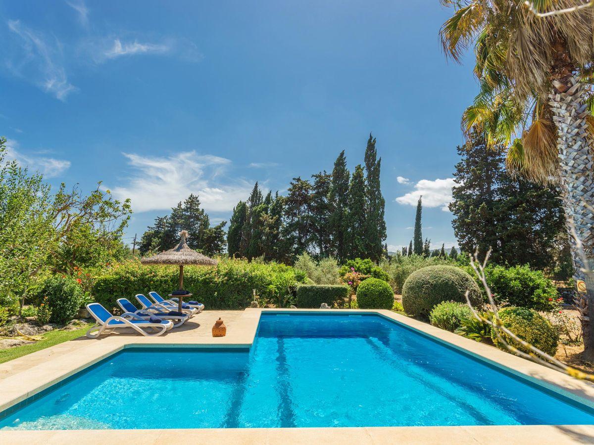 Ferienhaus cladera mit pool in pollensa mallorca for Finca mit pool