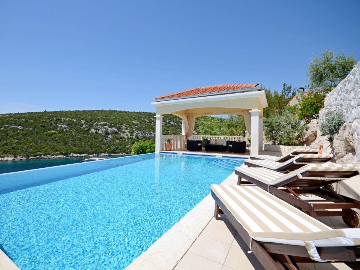 villa vese v2301 split und trogir riviera firma adriagate d o o mia topi utrobi i. Black Bedroom Furniture Sets. Home Design Ideas