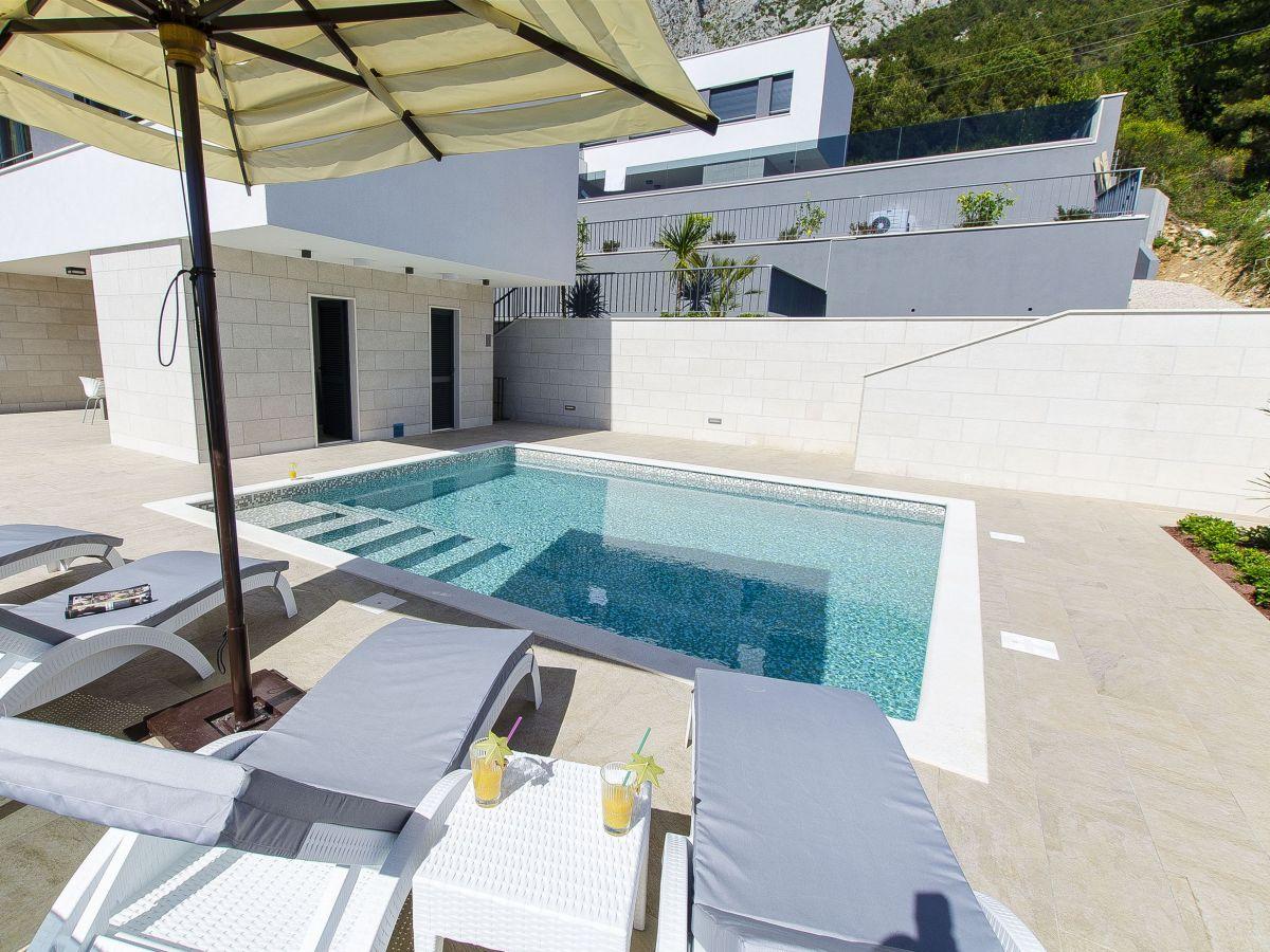 villa petra split und trogir riviera firma adriagate d o o mia topi utrobi i. Black Bedroom Furniture Sets. Home Design Ideas