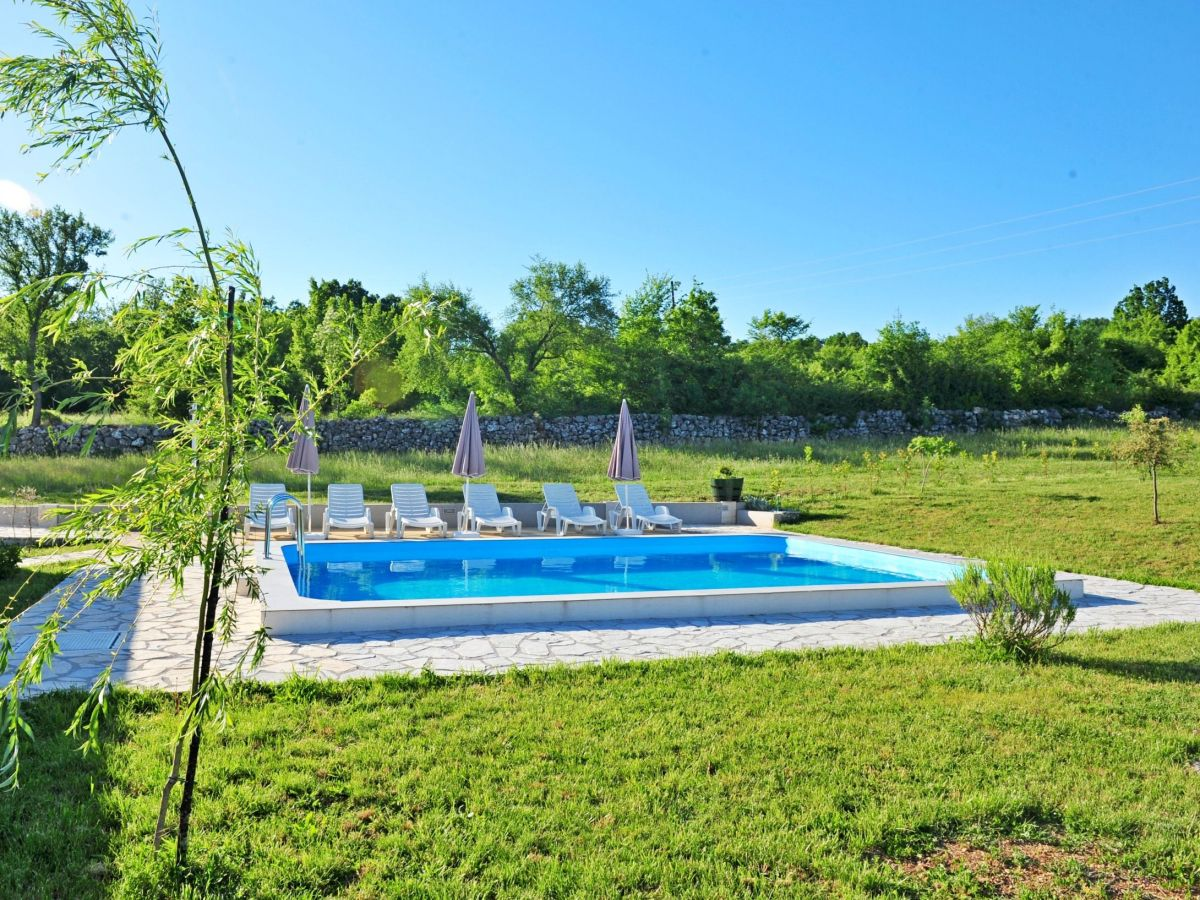 villa manuela v3201 split und trogir riviera firma adriagate d o o mia topi utrobi i. Black Bedroom Furniture Sets. Home Design Ideas
