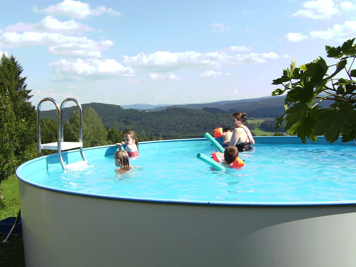 bauernhof ferienhof rosenlehner bayr wald regen arberland arber region bodenmais frau. Black Bedroom Furniture Sets. Home Design Ideas