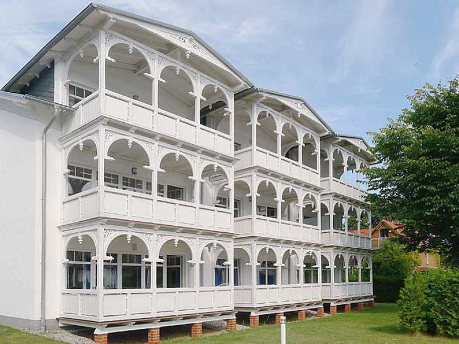 Strandresidenz Juliusruh Haus II (Rückseite mit Balkone)
