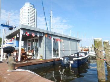"Maritimes Hausboot ""Jula"" auf dem Ostseefjord"