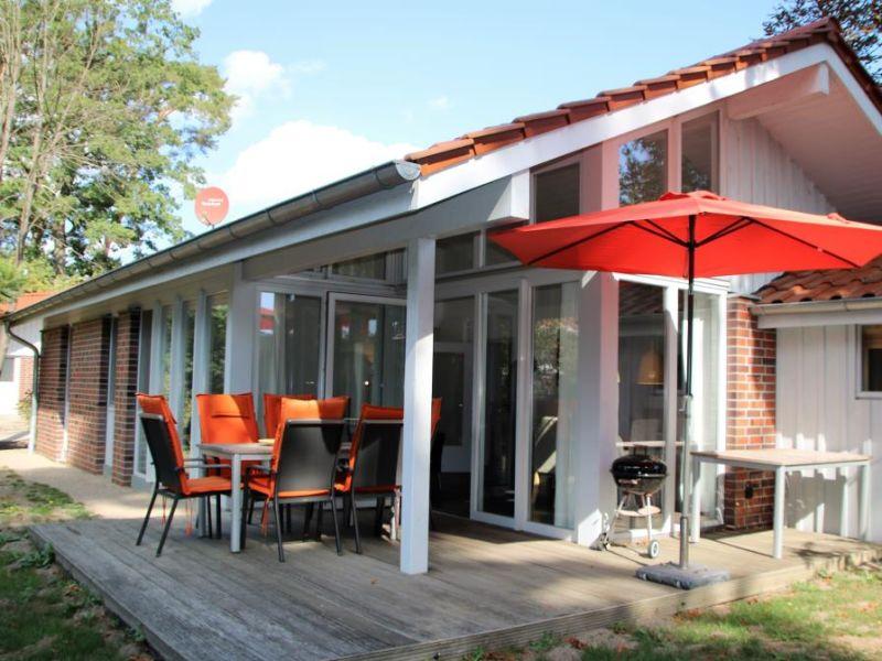E 1 - traumhaftes Ferienhaus im Grünen mit Sauna in Röbel
