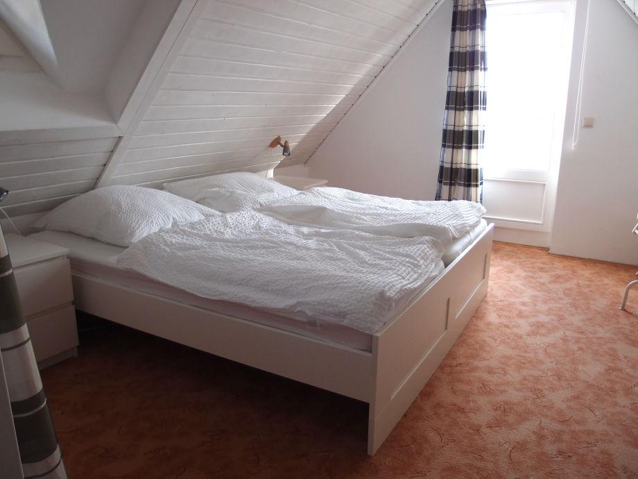 Ferienhaus kleines haus am saaler bodden s dliche for Doppelbett kleines zimmer