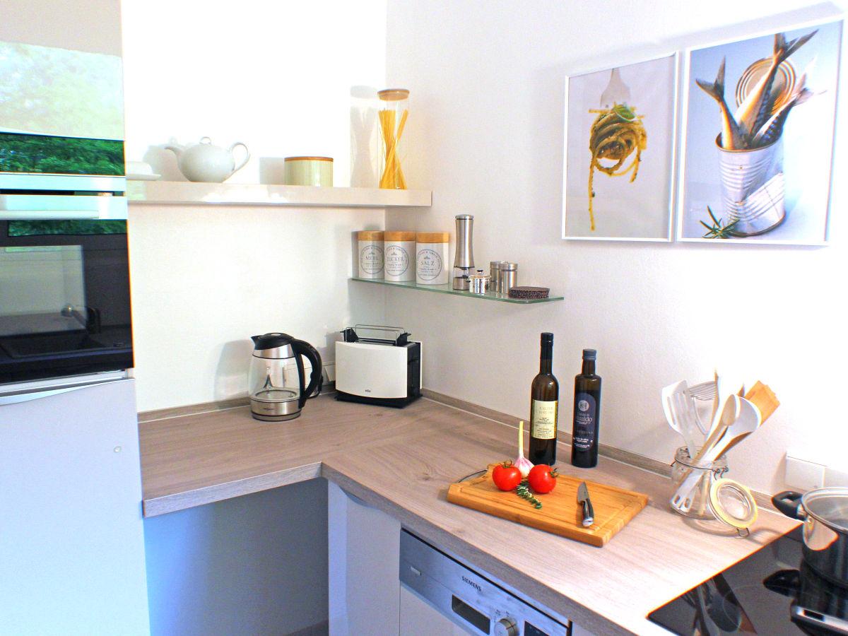 ferienwohnung wohnen am roseneck berlin herr volkhard radke. Black Bedroom Furniture Sets. Home Design Ideas