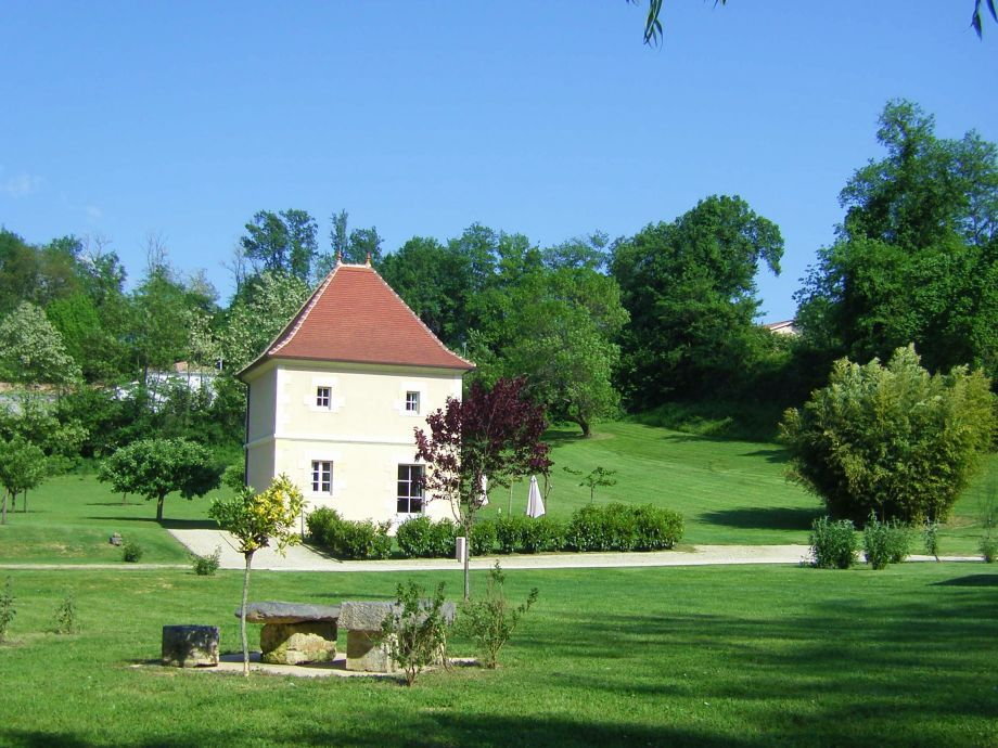 Außenaufnahme Exclusive Tower for 2 persons, with pool
