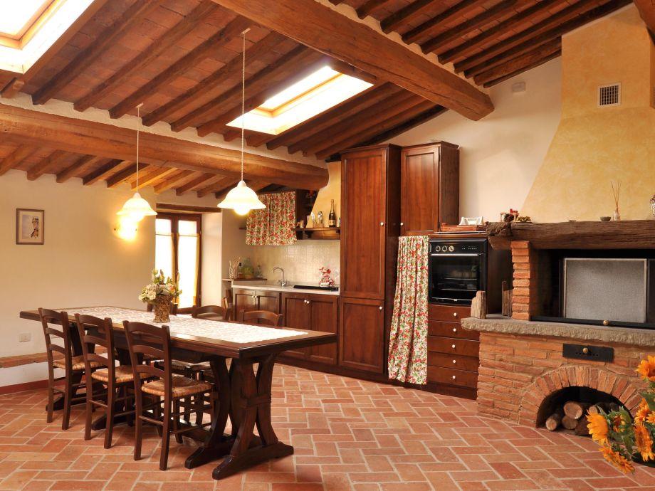 Große, gut ausgestattete Küche