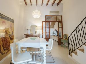 Holiday house Charming town house in Pollença Old town