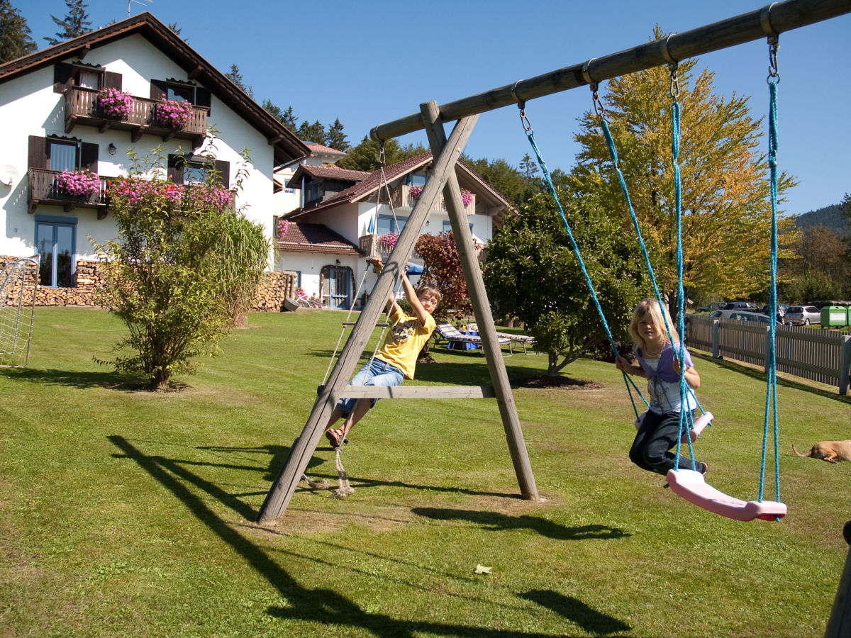 ferienwohnung hochzell im ferienhaus bergwald bayerischer wald frau christa bierl. Black Bedroom Furniture Sets. Home Design Ideas