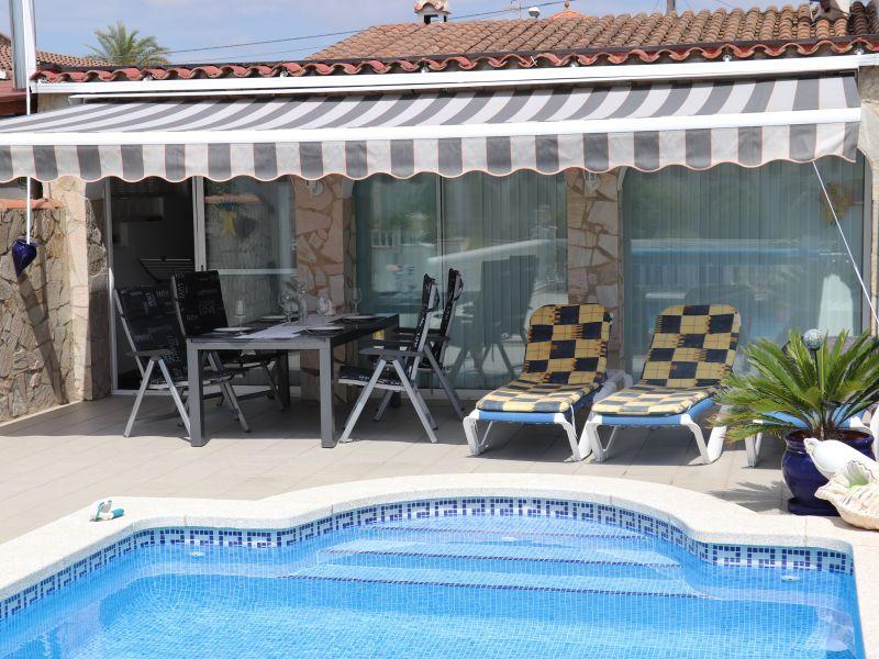 Ferienhaus mit eigenem Pool und Bootsliegeplatz