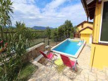 Ferienhaus Malnar mit Pool
