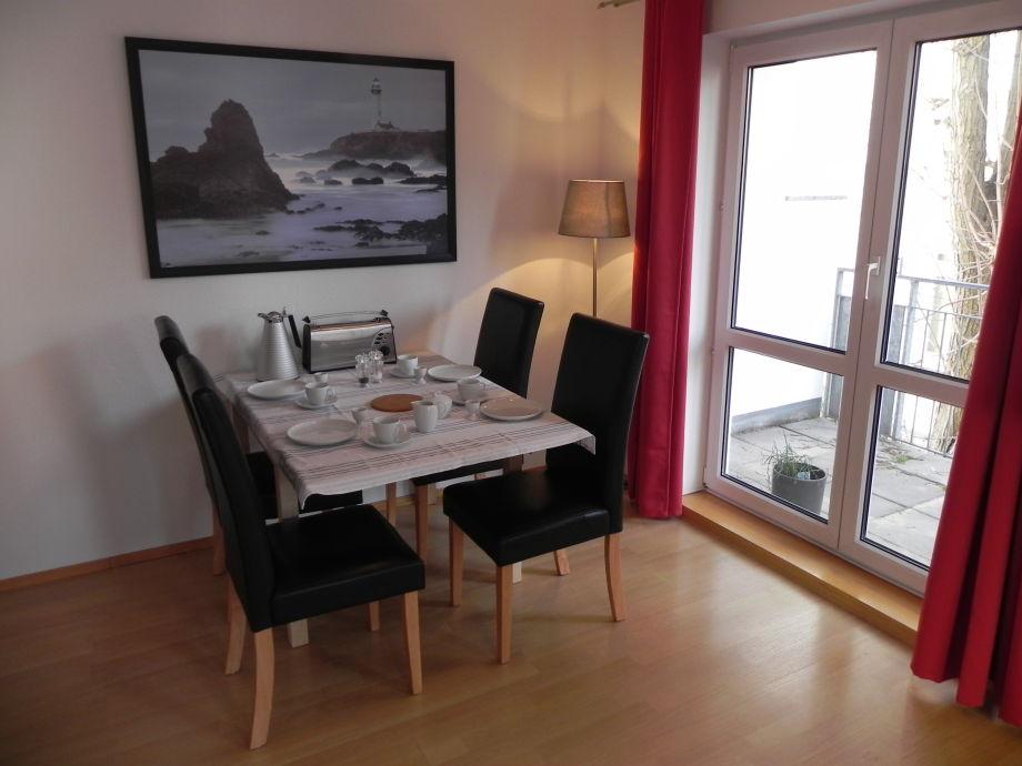 Apartment m ttelin 2 zimmer inkl w lan balkon for Esstisch 90x200