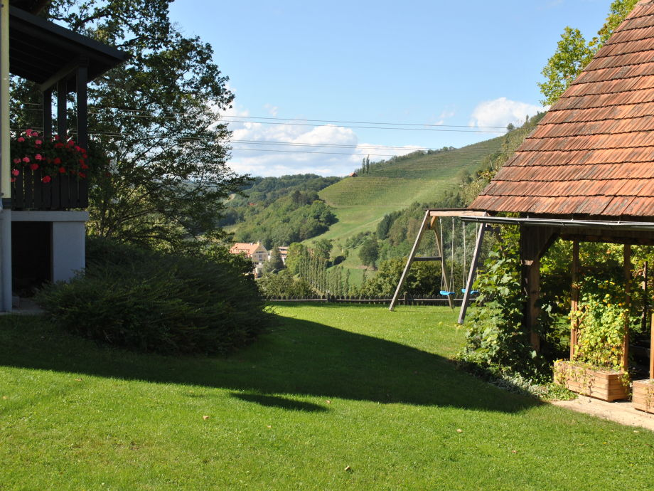 Der Garten mit der Weinlaube