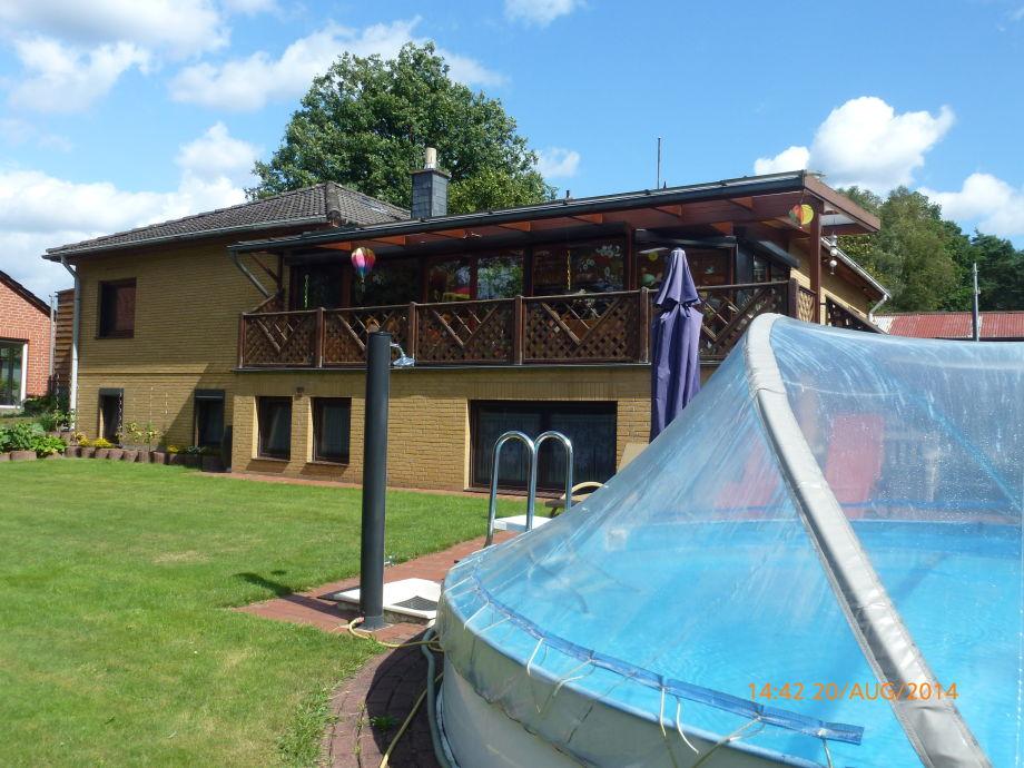 Haus mit Wintergarten Pool
