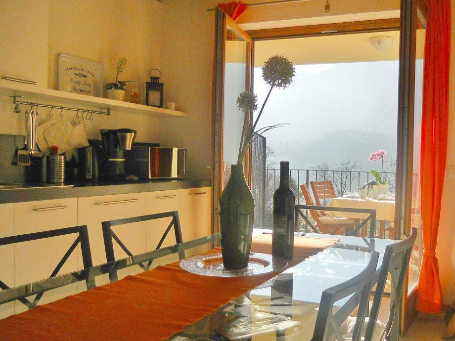 Wohnkueche mit ueberdachte Terrasse