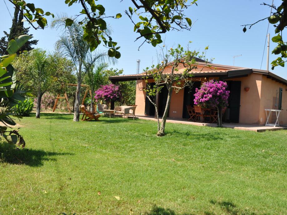 The villa Giardino di Limoni