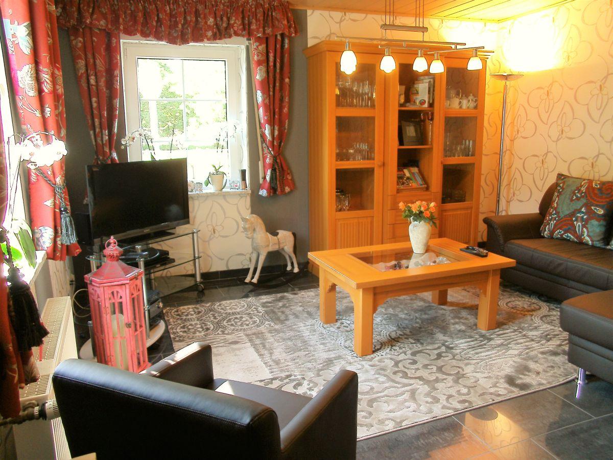 ferienhaus bei burg eltz und burg pyrmont maifeld zwischen eifel mosel nette und elzbach. Black Bedroom Furniture Sets. Home Design Ideas