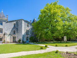 Schloss Château médiéval proche de la Dordogne