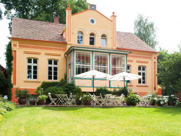 Holiday apartment Apartment in historical estate, waterside