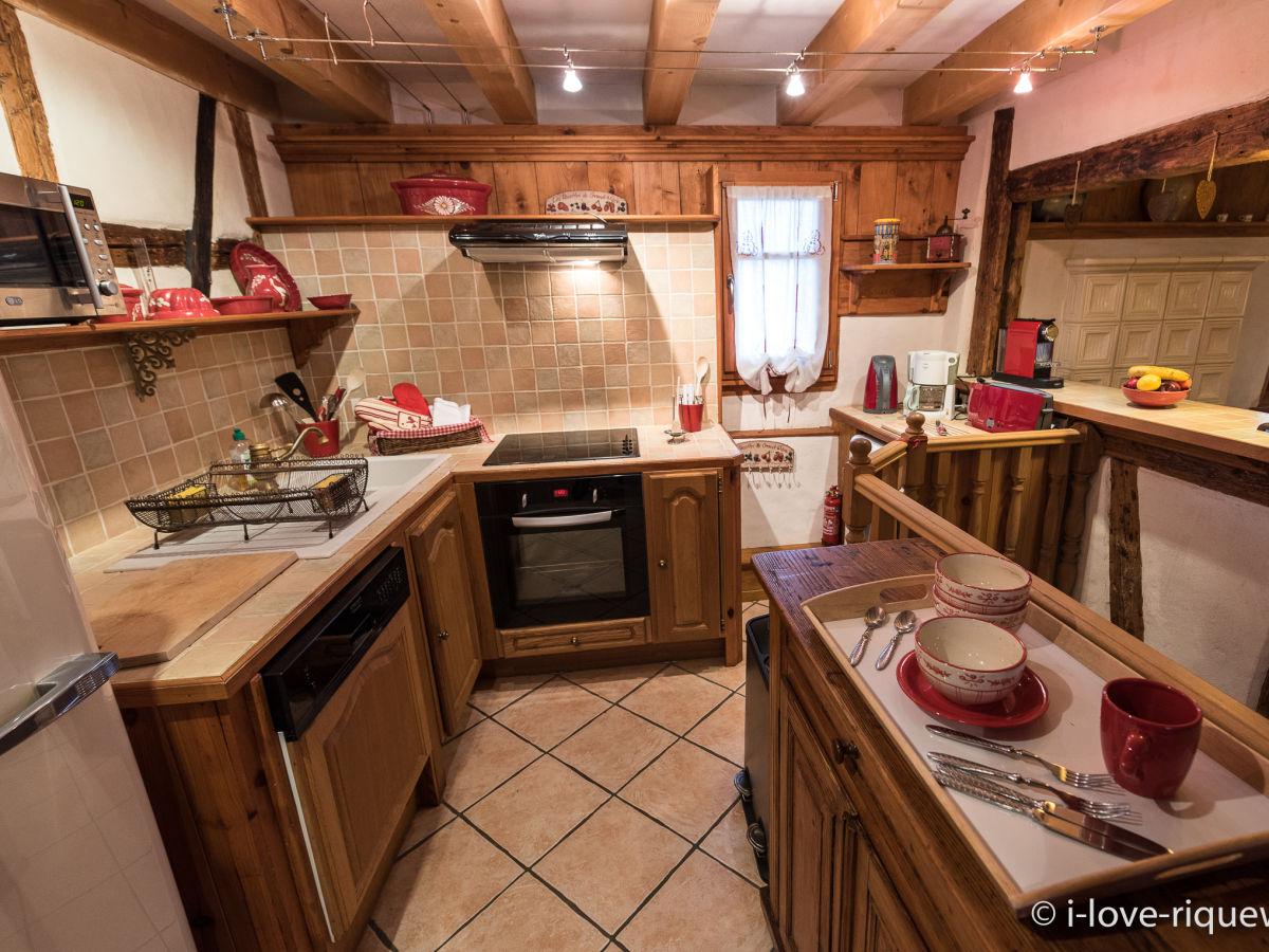 Ferienhaus das taubenhaus in der stadtmauer riquewihr bei for Komplette küche
