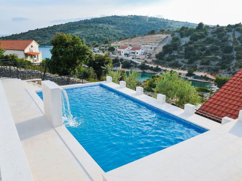 Holiday house with pool and great view, 150 m from sea