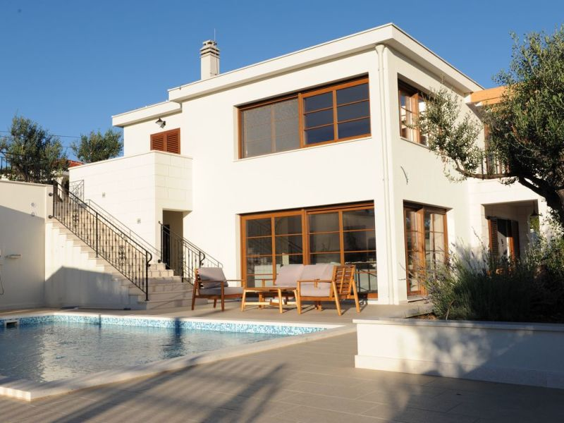 Neue Luxus-Villa mit Pool
