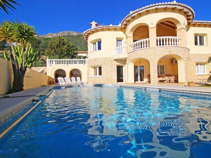 Villa Cucarres