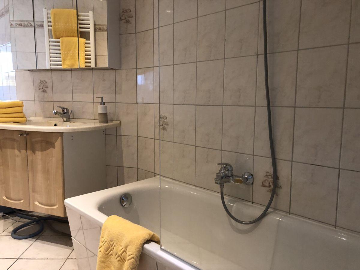 Ferienwohnung nord westerland ruhig strandnah - Badewanne mit glaswand ...