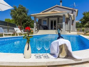 Villa Dejana with private pool, 2km beach