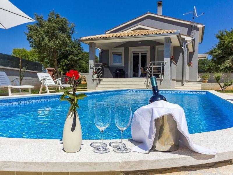 Villa Dejana mit privatem Pool,2km Strand