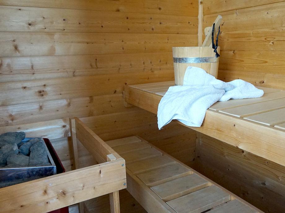 ferienhaus reetdachhaus ahoi auf poel mecklenburg vorpommern an der ostsee insel poel frau. Black Bedroom Furniture Sets. Home Design Ideas